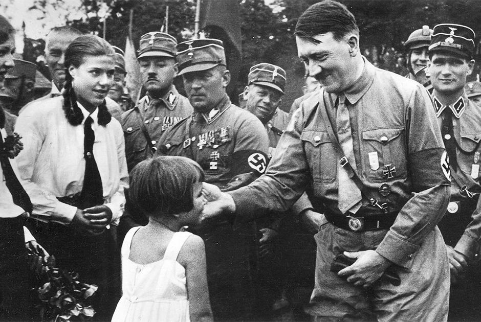 Адольф Гитлер и немецкие дети