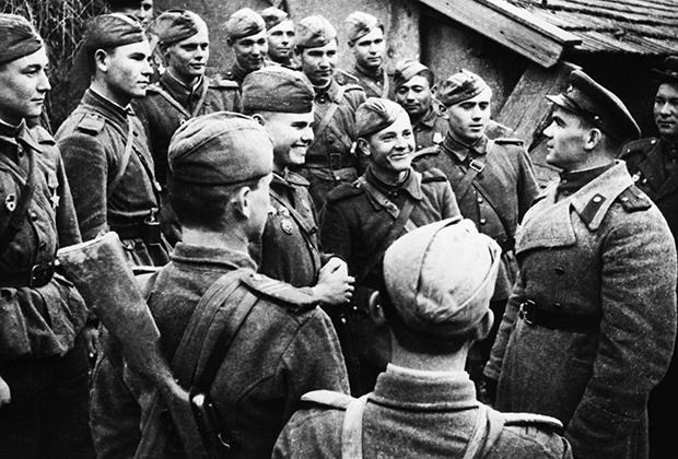 Украинский фронт, политрук беседует с солдатами