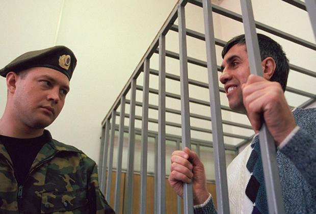 Анатолий Быков (справа)
