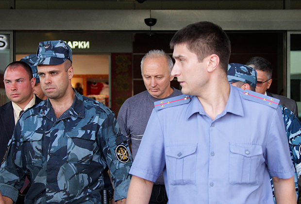 Владимир Татаренков (в центре)