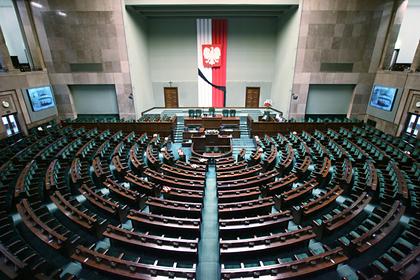 Сенат Польши отклонил голосование попочте напрезидентских выборах