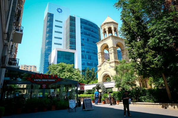 Эксперт спрогнозировал сокращение числа банков в Азербайджане почти в пять раз