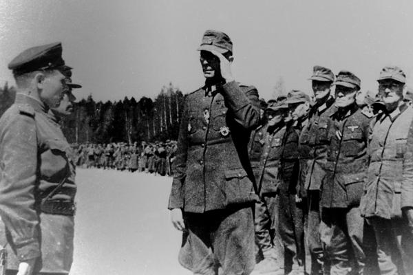 В соответствии с условиями капитуляции 8 мая 1945 года с 23:00 блокированные на Курляндском полуострове немецко-фашистские армии прекратили сопротивление и начали сдаваться.