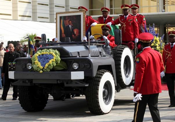 Похоронная процессия бывшего президента Габона Омара Бонго Ондимбы, июнь 2009 года