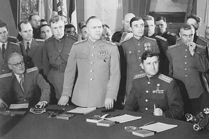 Опубликованы архивные фото советских полководцев времен наступления на Берлин