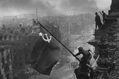 В Facebook объяснили удаление фотографии со Знаменем Победы над Рейхстагом