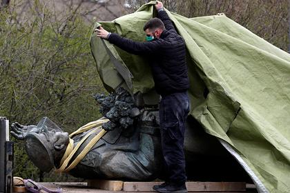 МИД России отреагировал на осквернение постамента памятника Коневу в Праге