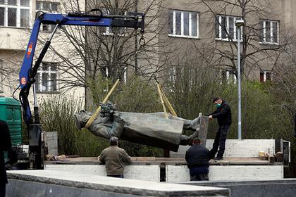 В Госдуме отреагировали на осквернение постамента памятника Коневу