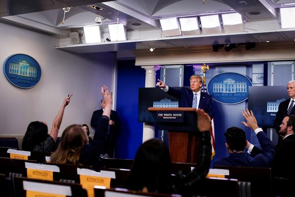 Трамп поругался с журналистами и прервал пресс-конференцию