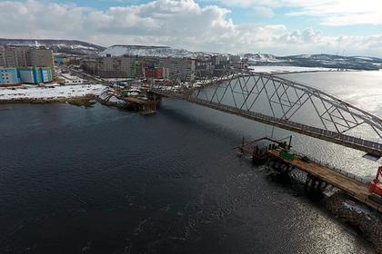В Мурманской области возвели половину свайного фундамента для опор нового моста