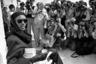 Певица Грейс Джонс привлекала к себе невероятное внимание всюду, где появлялась. Не стал исключением и Каннский фестиваль 1986 года, прошедший спустя год после знаменитого появления Джонс в фильме Бондианы «Вид на убийство» в роли Мэй Дэй, любовницы и соратницы главного злодея.