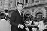 В 1965 году, когда Шон Коннери приехал в Канны, чтобы представить участвовавшую в основном конкурсе военную драму Сидни Люмета «Холм», он уже успел четырежды сыграть Джеймса Бонда и был суперзвездой. «Холм» же, в свою очередь, получил в Каннах приз за лучший сценарий.
