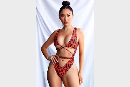 Модный бренд раскритиковали за едва прикрывающий грудь модели купальник