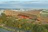 """Ипподромный комплекс <a href=""""https://competition.adesignaward.com/design.php?ID=101863&utm_medium=website&utm_source=archdaily.com"""" target=""""_blank"""">Sorec Horse Park</a> строят с марта 2019-го в Рабате (Марокко). По словам главного архитектора Вики Чана, при работах используются только местные материалы, чтобы уменьшить экологический след и не вредить природе (речь идет о транспортном загрязнении).<br><br>Вся арабская культура пронизана уважением к лошади. Это решили отразить и в дизайне — двускатная крыша, по задумке Чана, должна напоминать скачущего коня. «Sorec Horse Park полон зелени, здесь множество потайных уголков, веселья и азарта — все, что нужно для посещения всей семьей», — говорит архитектор."""