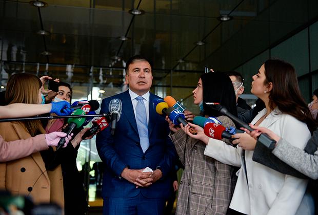 24 апреля 2020 года. Саакашвили рассказывает журналистам о грядущем назначении