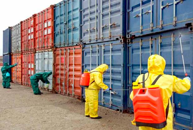 Дезинфекция грузовых контейнеров в Северной Корее
