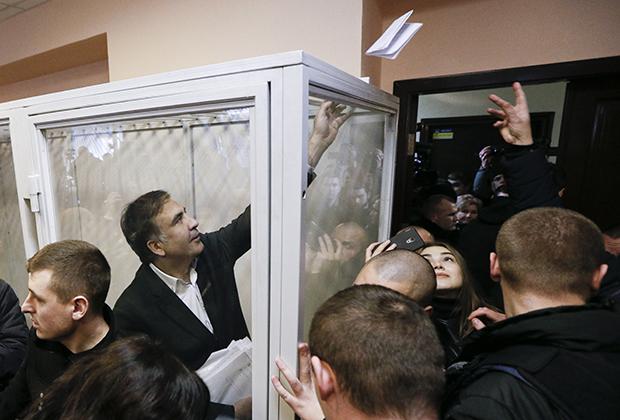 11 декабря 2017 года. Суд над Саакашвили по обвинению в попытке свержения режима Порошенко и работе в интересах Януковича