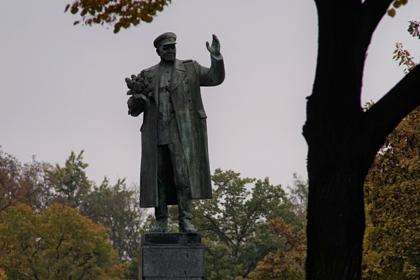 Чешский политик назвал варварством снос памятника Коневу