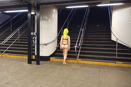 Популярная актриса снялась в нижнем белье в опустевшем метро