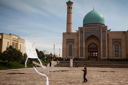 Россияне массово устремились за билетами в Узбекистан во время пандемии