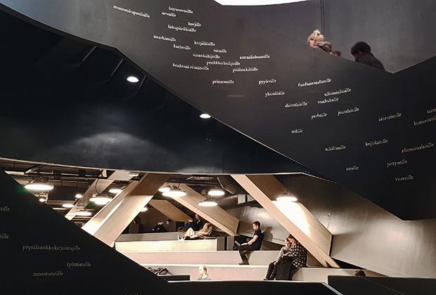Лестница в библиотеке Oodi спланирована в форме спирали ДНК