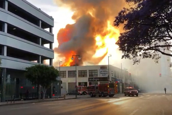Появилось видео с места взрыва в центре Лос-Анджелеса