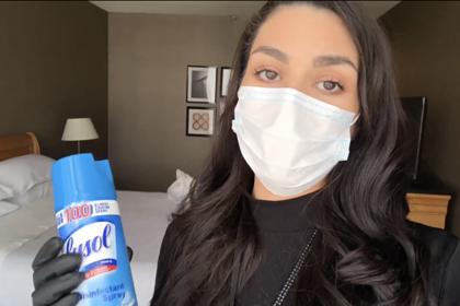 Стюардесса показала способ очистки помещения во время пандемии коронавируса