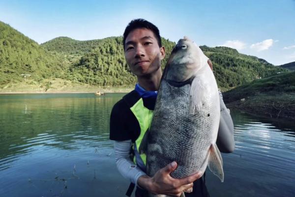 Уронивший телефон в реку турист нашел исправное устройство спустя восемь месяцев