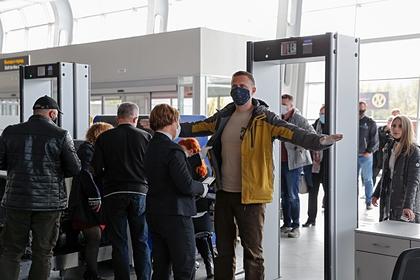 Россияне раскрыли способы защиты от вирусов в путешествиях после пандемии