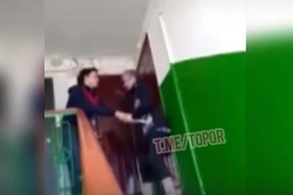 Российский подросток избил вылившего на шумную компанию воду пожилого мужчину