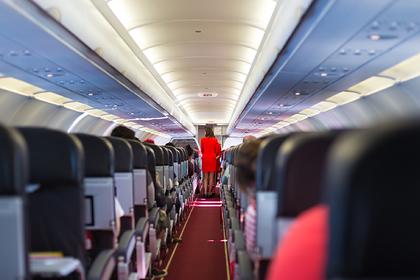 Стюардесса раскрыла самую нелепую просьбу пассажиров самолета