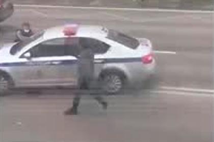 Спасение укатившейся от полицейских патрульной машины в Москве попало на видео