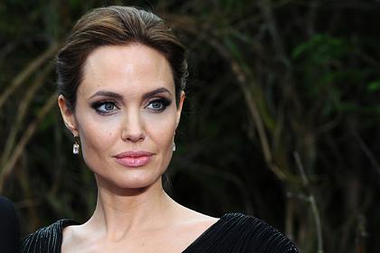 Анджелина Джоли запретила Брэду Питту знакомить дочь со его подругами