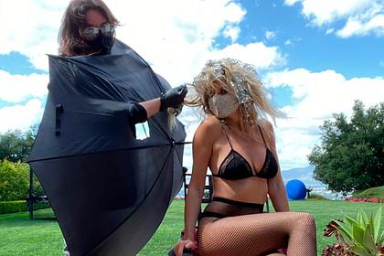 46-летняя бывшая супермодель показала свой досуг в изоляции в нижнем белье