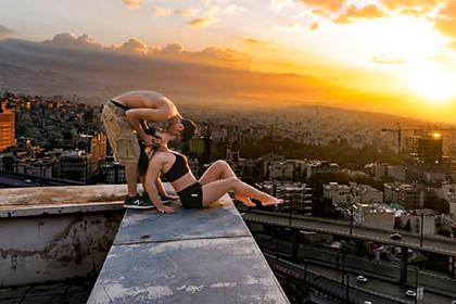 Мужчину арестовали за снимки «вульгарного акта» с полуголой женщиной на крыше