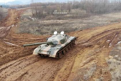 На китайском полигоне заметили необычный танк