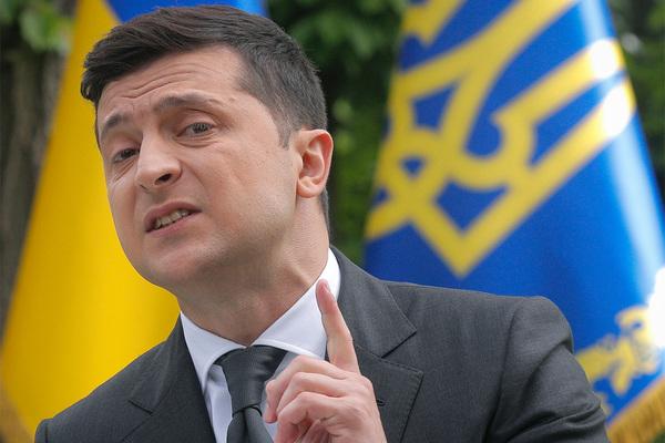 Зеленский выступил против переворотов на Украине