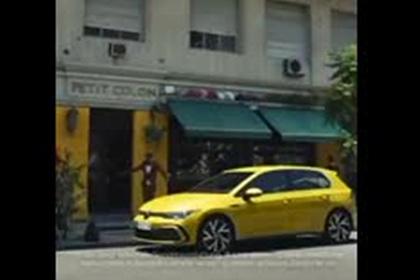 Рекламу Volkswagen с бьющей темнокожего гигантской белой рукой сочли расистской