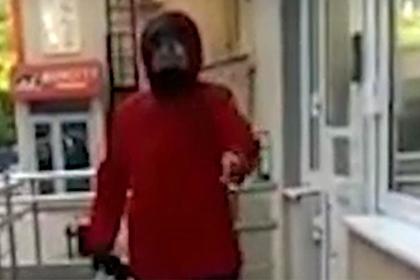Россиянка обматерила соседку с детьми без масок и отказалась пускать в подъезд