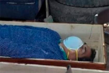 Нарушивший карантин пьяный мэр города в Перу притворился мертвым перед полицией