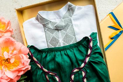 Зеленский подарил вышиванку несуществующему президенту
