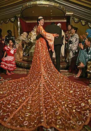 Роскошное свадебное платье марокканской невесты со множеством деталей, 2007 год