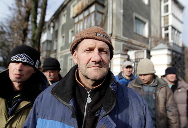 Бездомные в очереди за бесплатной едой. Ставрополь, ноябрь 2014 года