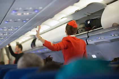 Дистанцирование пассажиров в российских в самолетах признали бесполезным