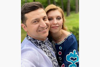 Зеленский с женой поздравили украинцев снимком в вышиванках