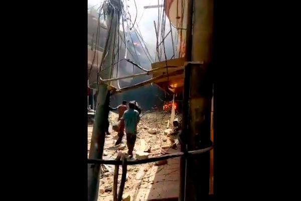 Пакистанский лайнер упал на жилые кварталы