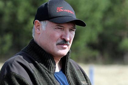 Лукашенко призвал не становиться перед Россией на колени