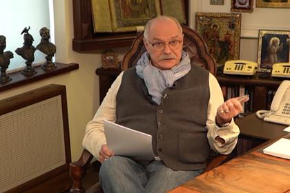 Михалков ответил матом на критику его передачи о чипировании
