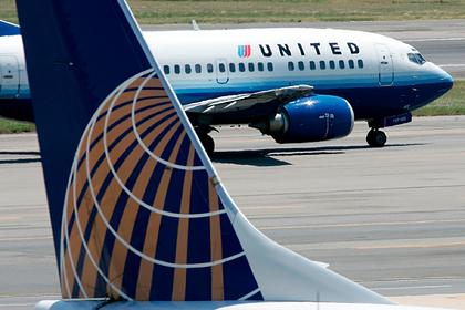 Мужчины обвинили девушку в домогательствах на борту самолета и решили судиться