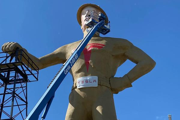 В США решили развивать экономику с помощью гигантской статуи Илона Маска